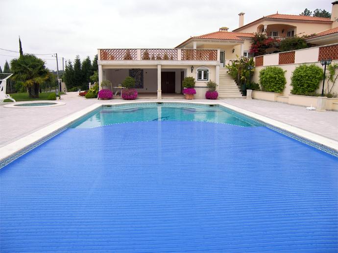 Coberturas de grandes dimens es pam coberturas para for Ver piscinas grandes